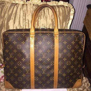 Two day sale!💥 Authentic LV laptop/ messenger bag